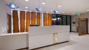 The lobby or reception area at Best Western Plus Bayside Inn