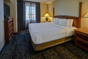 A bed or beds in a room at Staybridge Suites Denver - Cherry Creek