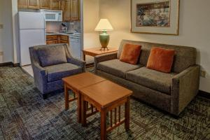 A seating area at Staybridge Suites Denver - Cherry Creek