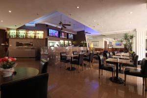 A restaurant or other place to eat at Astor Metropole Hotel