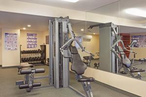 The fitness center and/or fitness facilities at Candlewood Suites Montreal Downtown Centre Ville