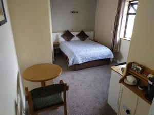 A bed or beds in a room at Tigh Fitz Bed & Breakfast