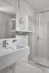 A bathroom at Athos Hotel