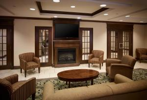 A seating area at Holiday Inn Express & Suites Huntsville, an IHG hotel