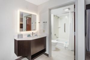 A bathroom at Holiday Inn Express South Portland