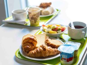 Breakfast options available to guests at ibis budget Metz Sud