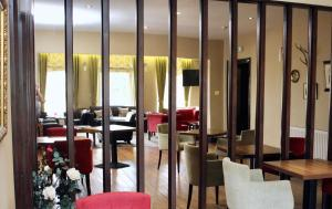 A restaurant or other place to eat at Ty Newydd Country Hotel