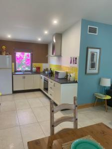 A kitchen or kitchenette at The Grape and Olive at Willunga