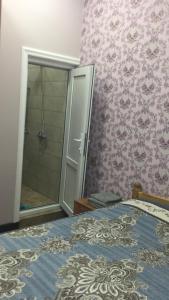 Cama ou camas em um quarto em Hasanovs Villa