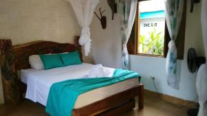 A bed or beds in a room at Cabinas Tito
