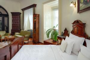 Een bed of bedden in een kamer bij Grand Hotel Praha
