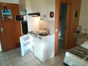 Küche/Küchenzeile in der Unterkunft Chambre meublée indépendante avec commodités, Le Chêne Treyvaux