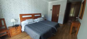 A bed or beds in a room at Hotel Águila Real