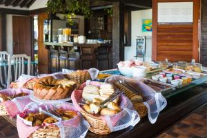 Breakfast options available to guests at Pousada Lestada