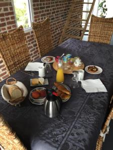 Breakfast options available to guests at L'Aubaine