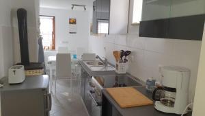 Küche/Küchenzeile in der Unterkunft Ferienhaus Deubetal Nr.10