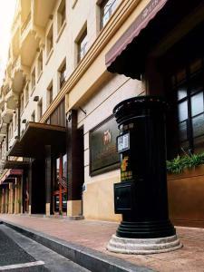 Eine Fassade oder ein Eingang zu Jinjiang Metropolo Hotel Classic Nanjing Road (East) Shanghai