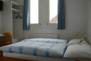 Ein Bett oder Betten in einem Zimmer der Unterkunft Hotel Restaurant Bahnhof