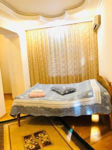 Cama ou camas em um quarto em Uzeyir Hacibeyov avenue