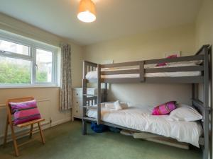 A bunk bed or bunk beds in a room at Maleny