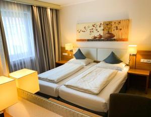 Ein Bett oder Betten in einem Zimmer der Unterkunft City Hotel Ost am Kö