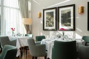 A restaurant or other place to eat at Kingsmills Hotel, Inverness