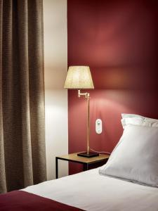 Ліжко або ліжка в номері Newhotel Le Voltaire
