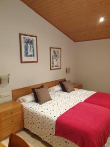 Llit o llits en una habitació de Hostal El Forn