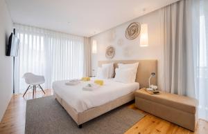 Uma cama ou camas num quarto em Aqua - Pópulo Eco Village