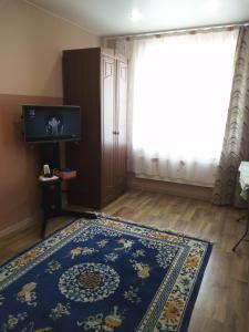 A television and/or entertainment center at Апартаменты на Высоцкого