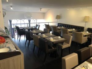 Restaurant ou autre lieu de restauration dans l'établissement Savoy Hôtel Evian