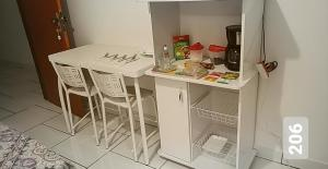 A kitchen or kitchenette at Cantinho Suico Guesthouse