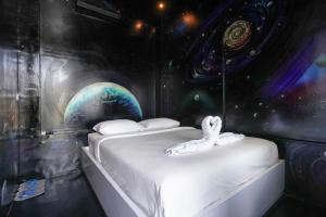 A bed or beds in a room at d`Gobers Hostel Seminyak by Gumilang Hospitality