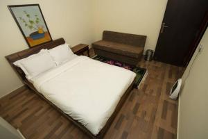 A bed or beds in a room at Rose Garden, Solophok, Modern Apartment