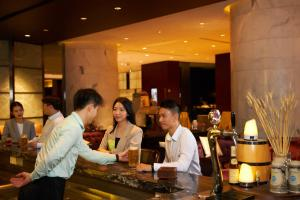 A restaurant or other place to eat at Four Points by Sheraton Guangzhou, Dongpu