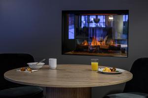 Una televisión o centro de entretenimiento en Anker Hotel