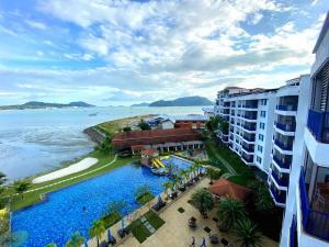 Pemandangan kolam renang di Dayang Bay Resort Langkawi atau berdekatan