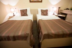 A bed or beds in a room at Hotel Srbija