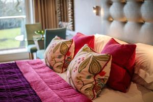 A bed or beds in a room at Alexander House Hotel & Utopia Spa