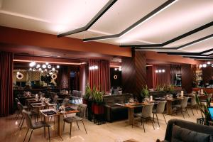 A restaurant or other place to eat at Sribni Leleky Hotel & Spa
