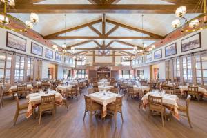 Ein Restaurant oder anderes Speiselokal in der Unterkunft PortAventura® Hotel Colorado Creek - Includes PortAventura Park Tickets