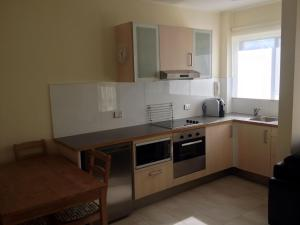 A kitchen or kitchenette at Montgomery Apartments