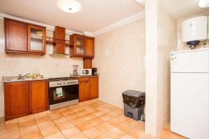 A kitchen or kitchenette at Residence Le Carat Bonapriso