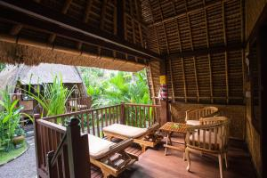 A balcony or terrace at Alam Nusa Bungalow Huts & Spa