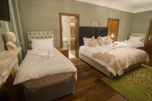 A bed or beds in a room at Sea View D4