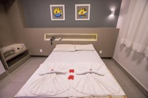A bed or beds in a room at Hotel Morada do Sol