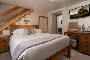 A bed or beds in a room at Melrose Guesthouse