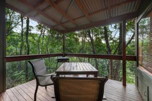 A balcony or terrace at Hunchy Hideaway