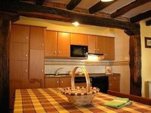 A kitchen or kitchenette at Apartamentos Rurales Kastonea