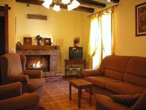 A seating area at Apartamentos Rurales Kastonea